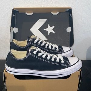 New Authentic Converse sneakers men's 9 display